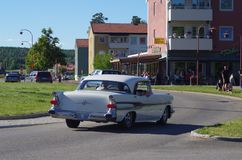 在街市Rättvik的老朋友汽车, 30 06 2018年 免版税库存照片