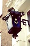 在街灯的互济会会员标志 库存图片