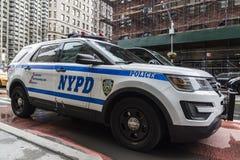在街道上停放的警车在纽约,美国 库存照片
