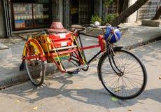 在街道上的一辆人力车在仰光,缅甸 库存照片