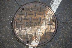 在街道上的下水道 库存图片