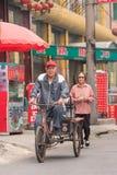 在街道上的中国老人在涿州,河北,中国 免版税库存图片