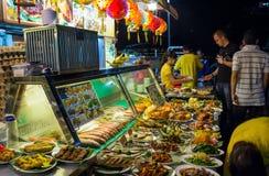 在街道上的亚洲食物法院 免版税图库摄影