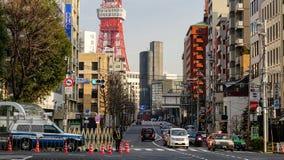 在街道上的交通在东京,日本 免版税库存图片