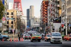 在街道上的交通在东京,日本 库存照片
