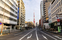在街道上的交通在东京,日本 免版税图库摄影