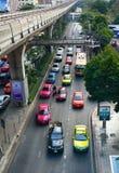 在街道上的交通在曼谷 免版税图库摄影