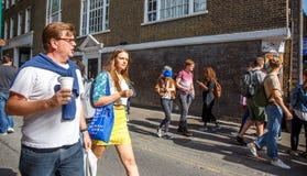 在街道上的人们在伦敦 库存照片