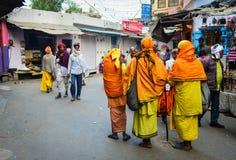 在街道上的人们在普斯赫卡尔,印度 免版税图库摄影