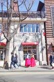 在街道上的人们在汉城,韩国 免版税图库摄影