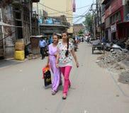 在街道上的人们在老德里,印度 免版税库存照片