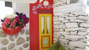在街道上的传统地中海样式花装饰 股票录像