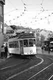 在街道上的古老电车 免版税图库摄影