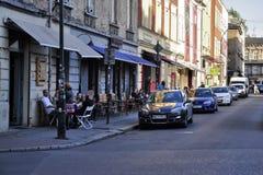 在街道上的咖啡馆 免版税库存照片