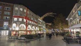 在街道上的圣诞节照明在汉诺威的中心 免版税库存图片