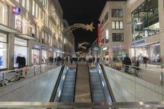 在街道上的圣诞节照明在汉诺威的中心 库存图片