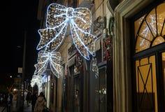 在街道上的圣诞节照明在罗马 免版税库存图片