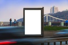 在街道上的城市lightbox 嘲笑为设计师 图库摄影
