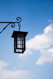 在街道上的大灯笼 免版税图库摄影