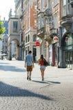 在街道上的夫妇 图库摄影