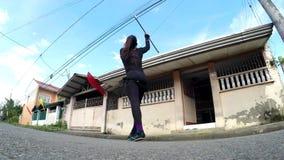 在街道上的快乐火喘息机会舞蹈 股票视频