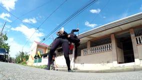 在街道上的快乐火喘息机会舞蹈 影视素材