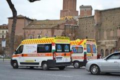 在街道上的救护车在罗马 免版税库存照片