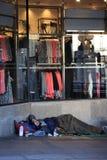 在街道上的无家可归者 库存图片
