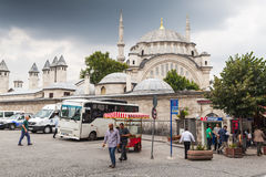 在街道上的普通的土耳其人步行 免版税库存照片