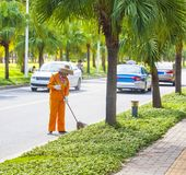 在街道上的更加干净的垃圾在中国 库存照片