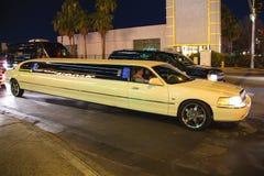 在街道上的汽车在拉斯维加斯,内华达。 免版税库存照片