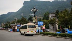 在街道上的汽车在湖南,中国 库存图片