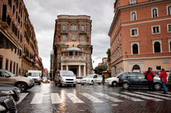在街道上的汽车在罗马,意大利 免版税库存图片
