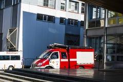 在街道上的消防车 免版税库存照片