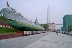 在街道上的潜水艇在符拉迪沃斯托克 一座纪念碑和博物馆有纪念委员会的 免版税库存图片