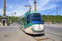 在街道上的现代电车在布拉格 图库摄影