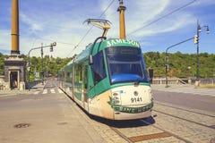 在街道上的现代电车在布拉格2 免版税库存照片