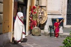 在街道上的礼品店通过IV Novembre在罗马,意大利 免版税图库摄影