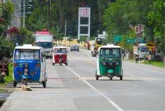 在街道上的秘鲁tuk tuk出租汽车汽车 免版税库存照片