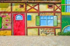 在街道上的美丽的抽象派背景墙壁有街道画的 库存照片