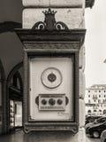 在街道上的老晴雨表在萨沃纳,意大利 库存照片