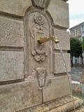 在街道上的老石喷泉在西班牙 免版税库存图片
