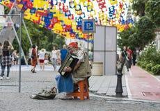 在街道上的老音乐家 图库摄影