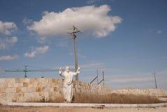 在街道上的耶稣基督雕象 库存图片