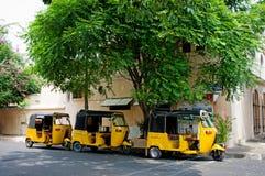 在街道上的自动人力车在本地治里市,印度 图库摄影