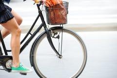 在街道上的自行车 免版税库存图片