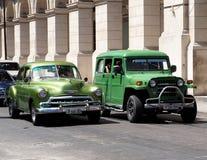 在街道上的被恢复的车在哈瓦那古巴 免版税库存图片