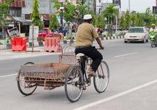 在街道上的运输在Dumai 印度尼西亚 免版税库存照片