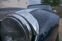 在街道上的经典汽车 免版税库存图片