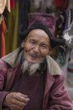 在街道上的画象西藏老人在Leh,拉达克 印度 库存图片